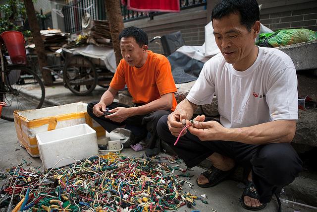 Chinese recyclers near Beijing Road, Guangzhou by Adam Robert Young