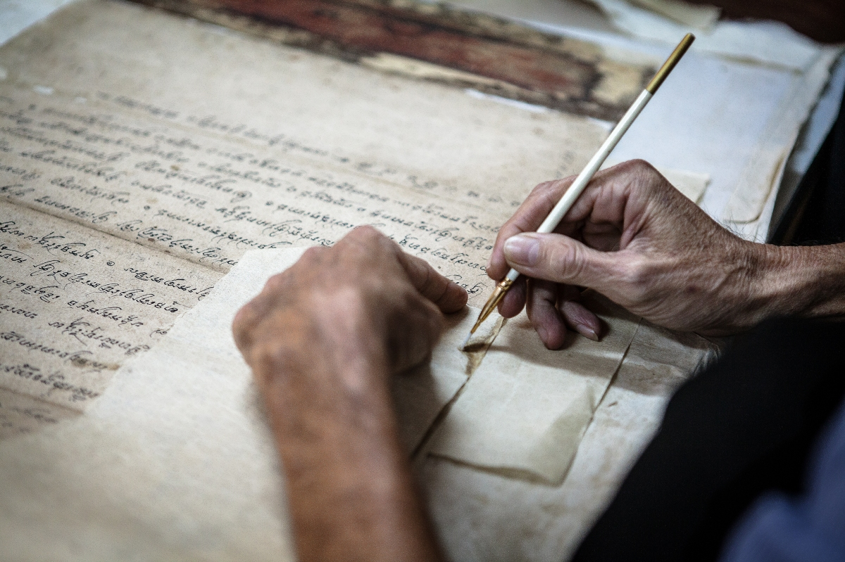The restorers - ancient Vietnamese manuscripts behind locked doors