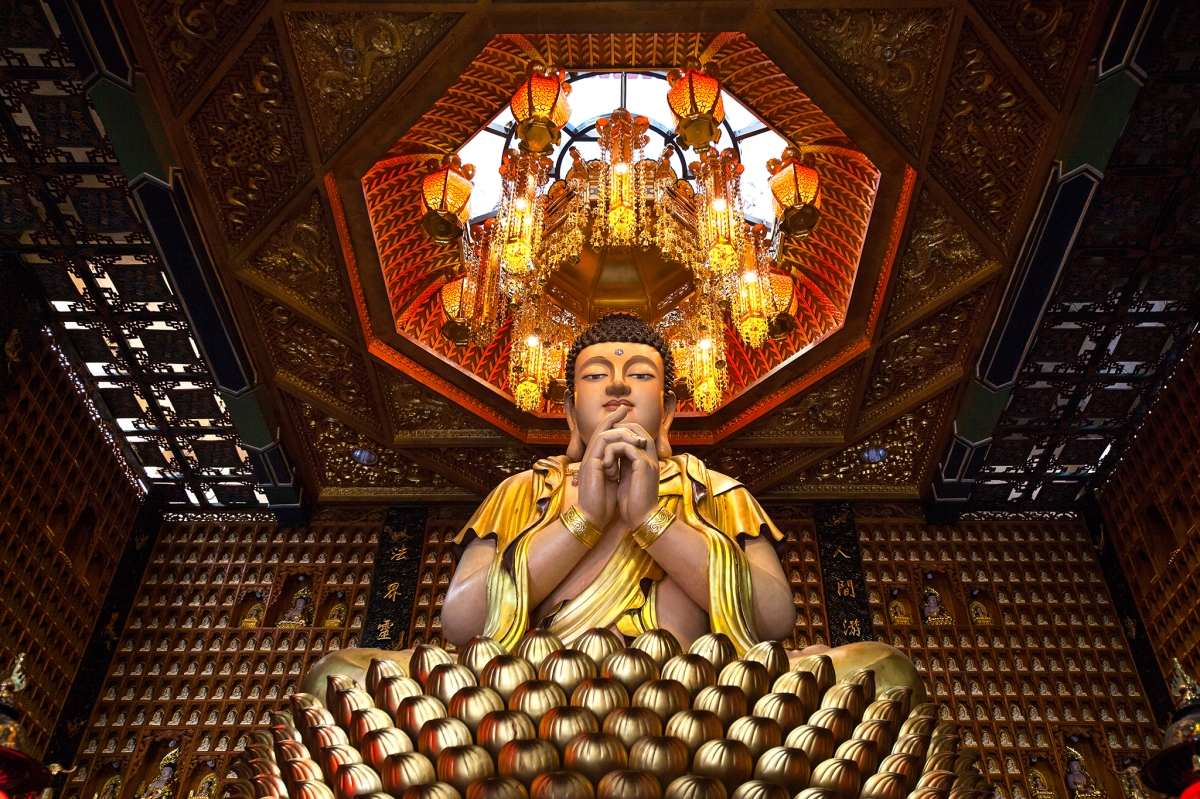 10,000 Buddha Pagoda revisited - what a difference a lens makes!